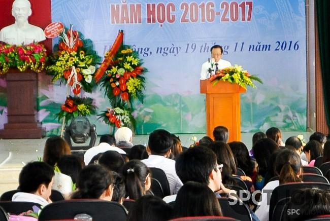 Thầy Nguyễn Hoàng Kim - Hiệu trưởng nhà trường phát biểu đôi lời nhân ngày 20/11.